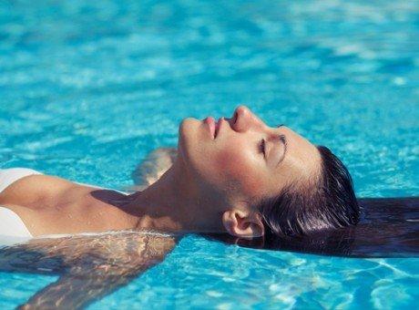 Zwembad en jacuzzi